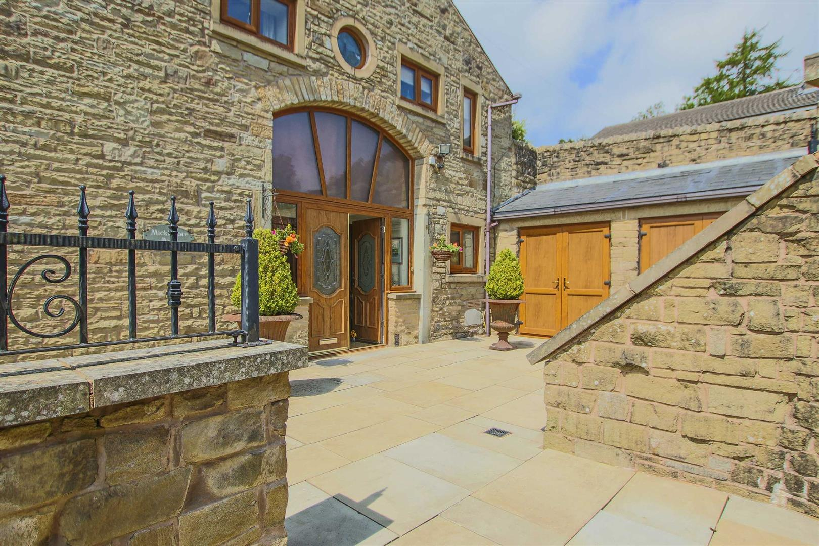 4 Bedroom Barn Conversion For Sale - p033135_29.jpg